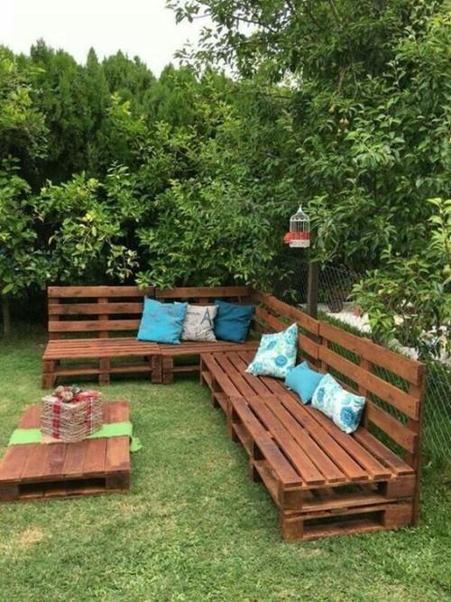 meubles de jardin en palettes grand canapé en L