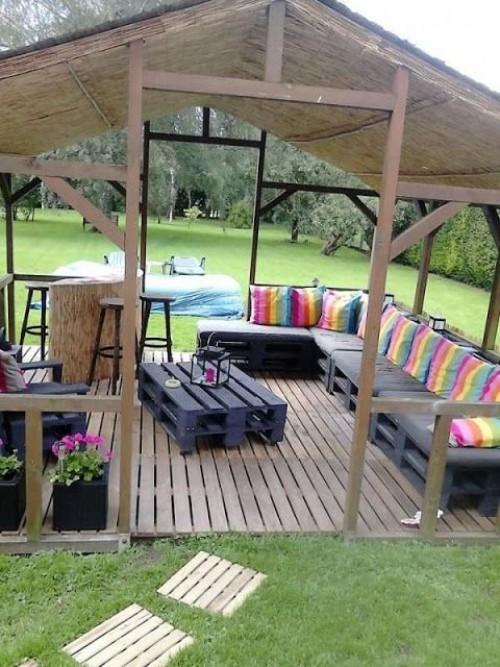 meubles de jardin en palettes joli kiosque en bois