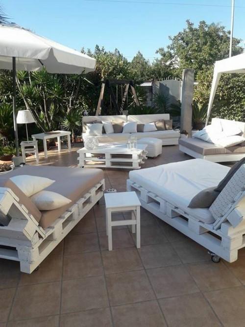 meubles de jardin en palettes meubles à roulettes