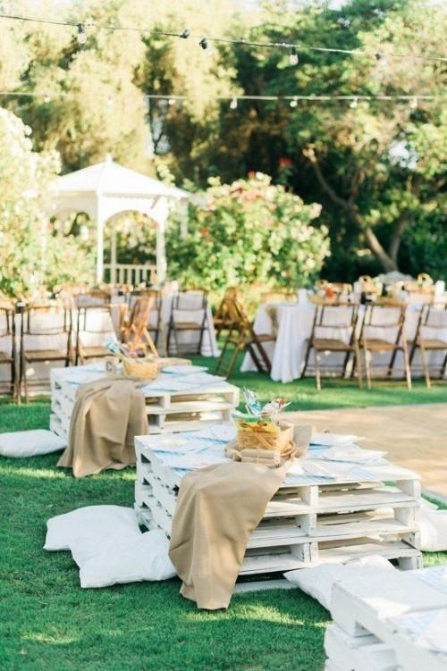 meubles de jardin en palettes quelques tables carrées