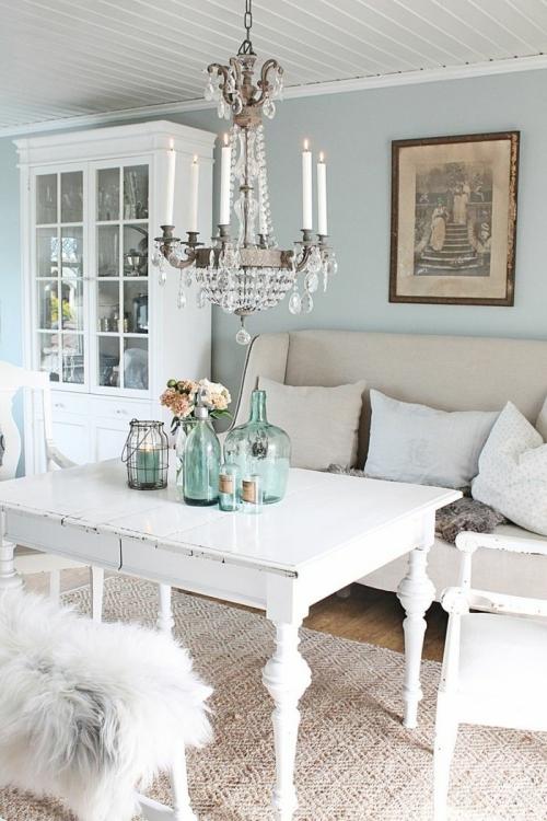 meubles shabby chic mur en bleu clair