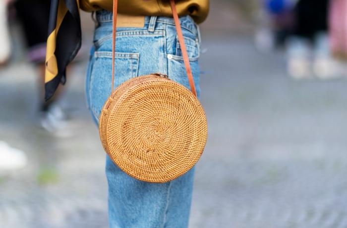 porter avec des jeans votre panier tressé rond
