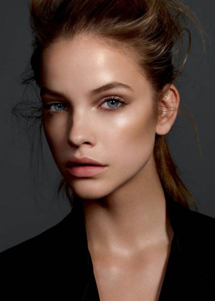 poudre bronzante et illumineur maquillage visage