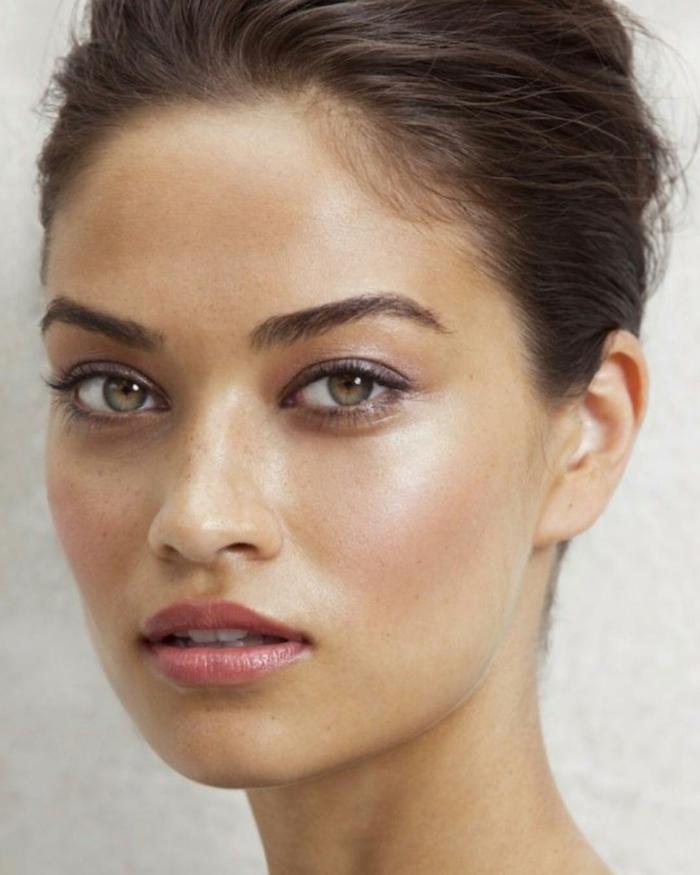 poudre bronzante maquillage été