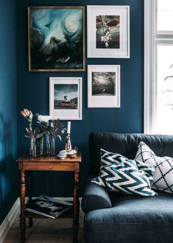 quelle couleur associer au bleu pétrole dans le salon