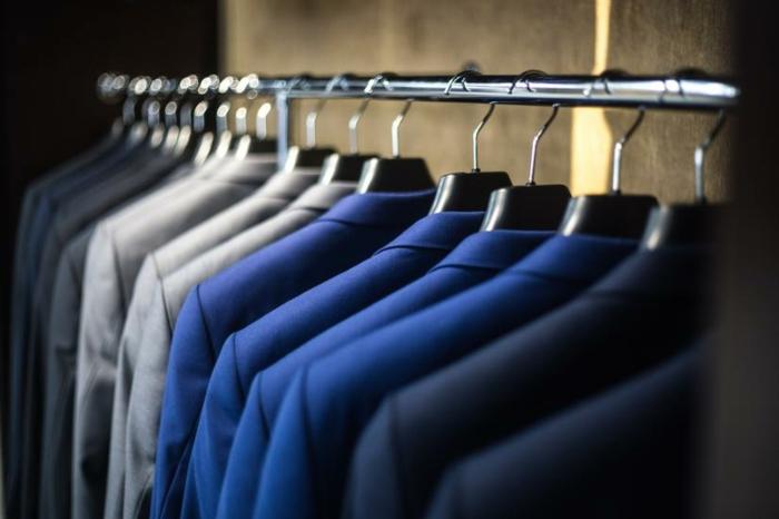 rangement konmari vêtements classés par couleur