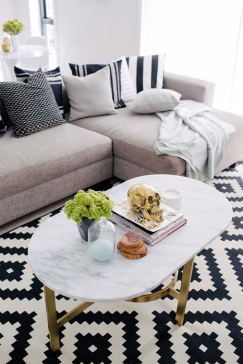 table basse en marbre forme ovoïde