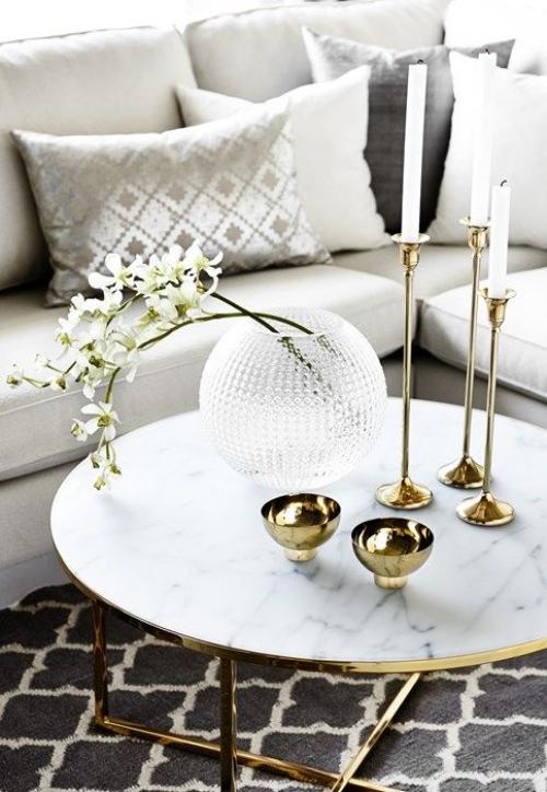 table basse en marbre table ronde en marbre blanc veiné