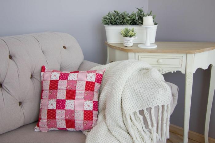 touche de couleur avec un joli coussin patchwork