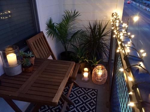 éclairage balcon petite terrasse et garde-fou en grille