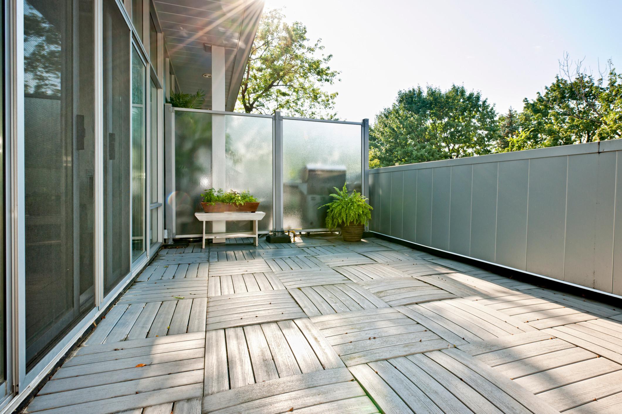 brise-vue balcon design pour rester loin des regards curieux