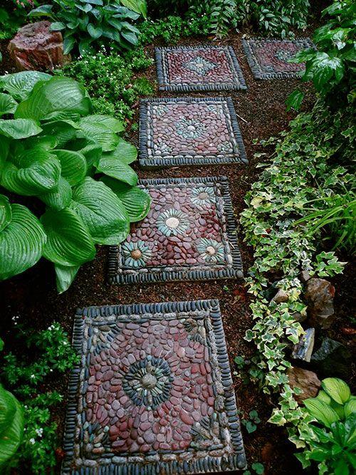 Décoration jardin avec galets jolis carrés en galets