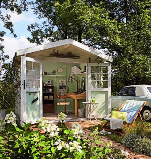 abris jardin petit chalet en bois peint en blanc