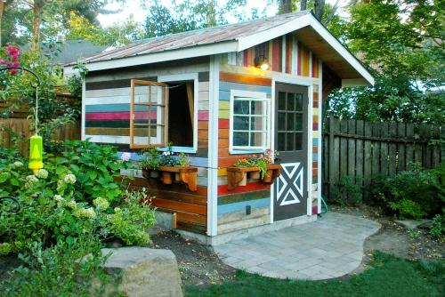 abris jardin très jolie cabane au bout du jardin