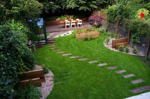 aménagement jardin plate-forme en bois et coin à manger