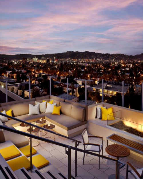 aménager un balcon long jolie vue nocturne