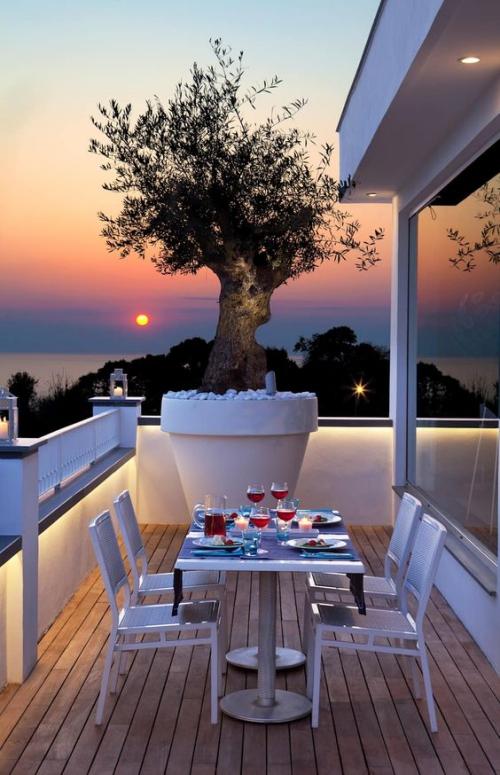 aménager un balcon long terrasse avec vue sur la mer