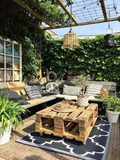 aménager un balcon long terrasse d'une maison