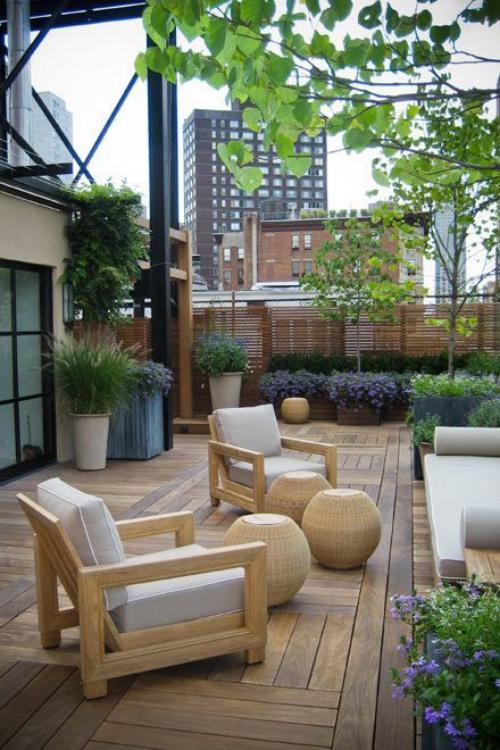 aménager un balcon long un mini-jardin devant la maison