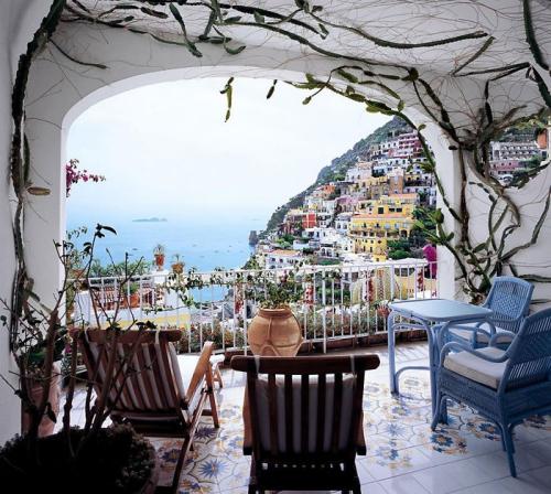 astuce déco balcon belle vue sur la mer