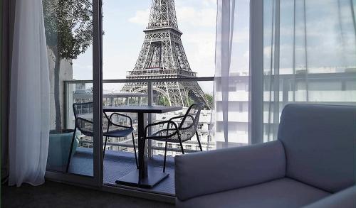 astuce déco balcon vue sur la Tour Eiffel