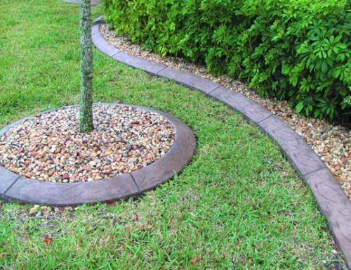 bordures de jardin arbre entouré de gravier