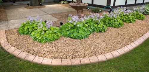 bordures de jardin espace couvert de gravier