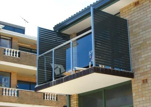 brise-vue balcon design petit balcon avec chaise longue