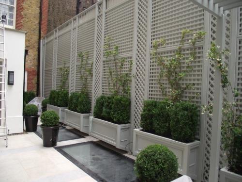 brise-vue balcon design terrasse regardant vers le jardin