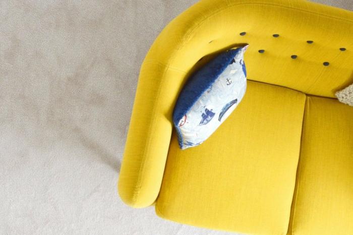 canapé chic en couleur jaune gen-z
