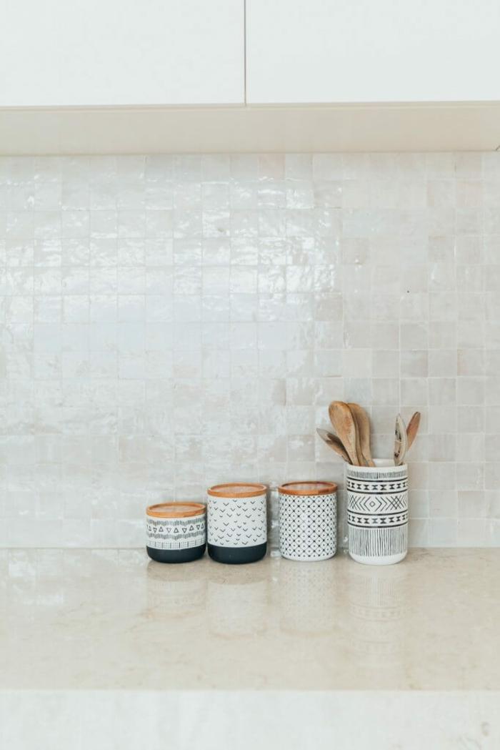 zellige dans toute la maison pour ajouter une touche d 39 orient autour de vous. Black Bedroom Furniture Sets. Home Design Ideas