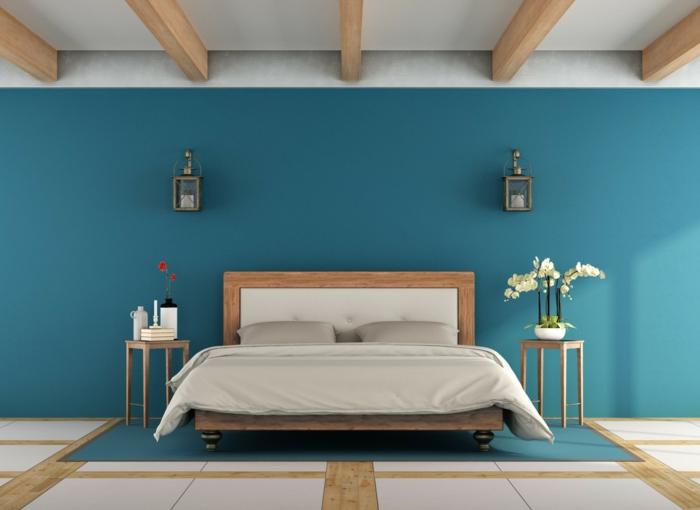 chambre bleu plafond poutre apparente en bois clair