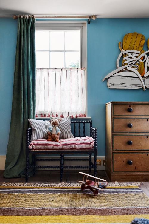 chambre d' enfants comme salle de jeux mur en bleu de mer