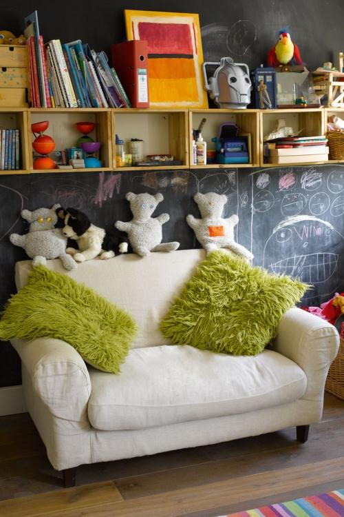 chambre d' enfants comme salle de jeux mur gribouillé