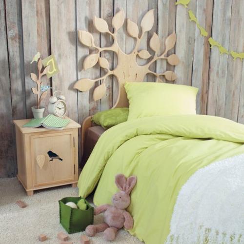 chambre fille mur en bois