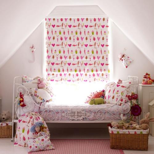 chambre fille murs et moquette en lilas pâle