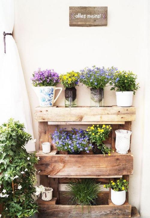 comment aménager un balcon étagère adossée au mur