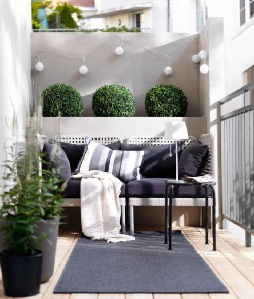 comment aménager un balcon un mur haut avec jardinières