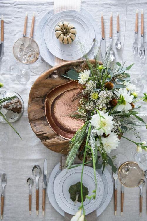 comment décorer la table du jardin fleurs et branches