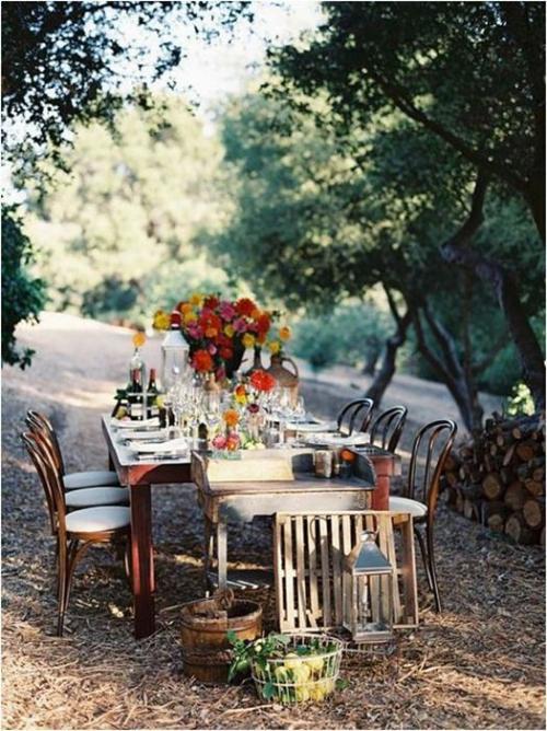comment décorer la table du jardin joli bouquet automnal
