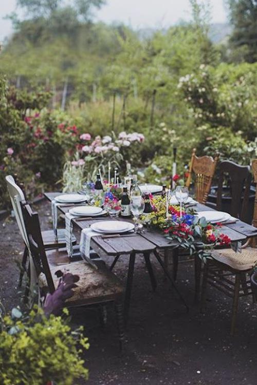 comment décorer la table du jardin tout le jardin sur la table