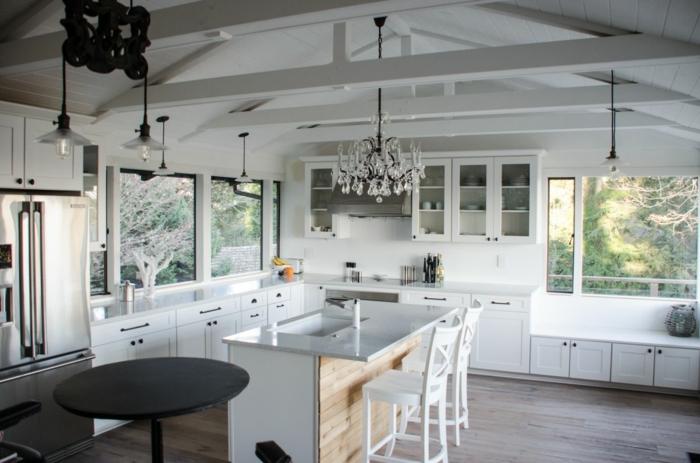 cuisine blanche plafond poutre apparente peinte