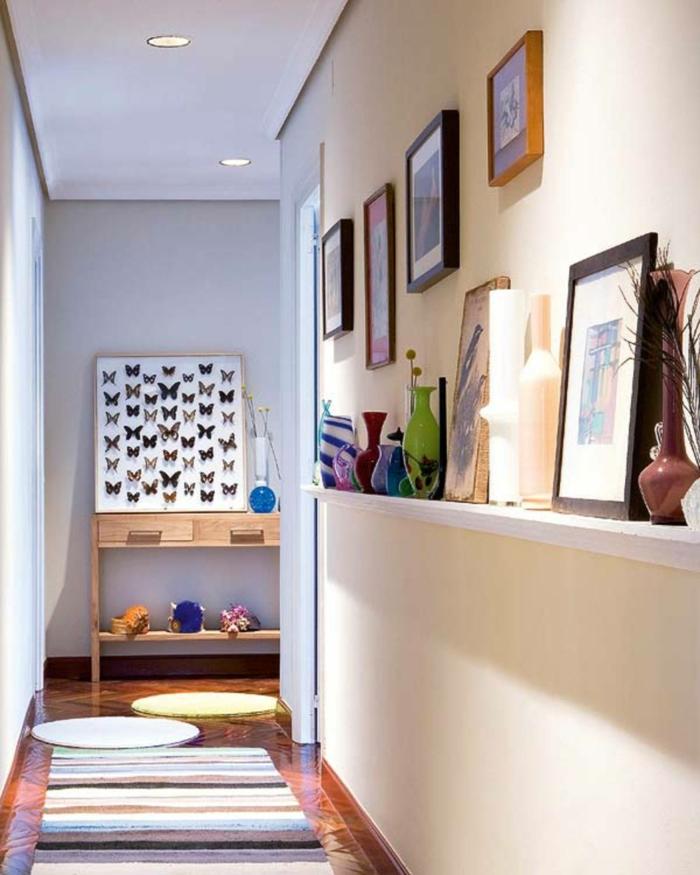 déco couloir étroit peintures sur les murs