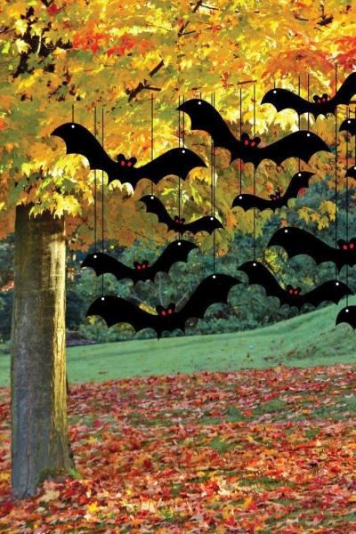 déco extérieure Halloween arbre attaqué de chauves-souris