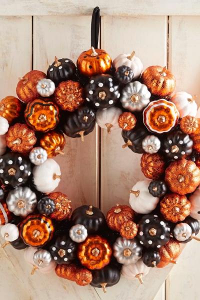 déco extérieure Halloween jolie couronne automnale