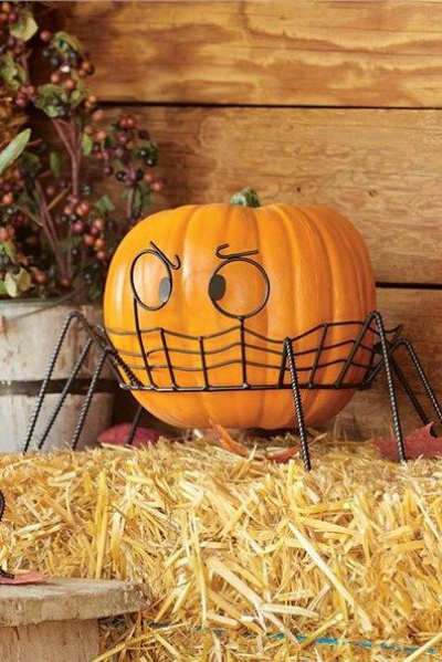 déco extérieure Halloween une citrouille méchante