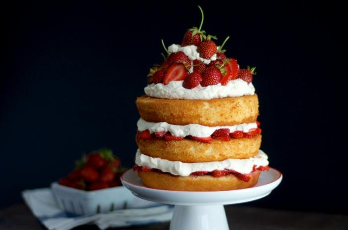 déco gâteau anniversaire avec des fraises