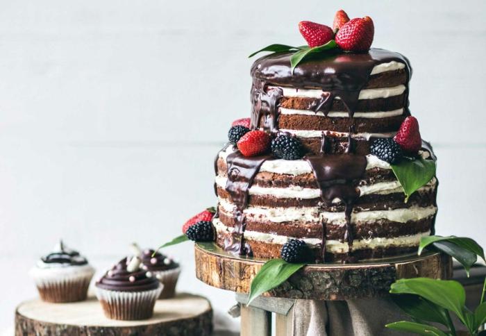 déco gâteau anniversaire nu avec du chocolat