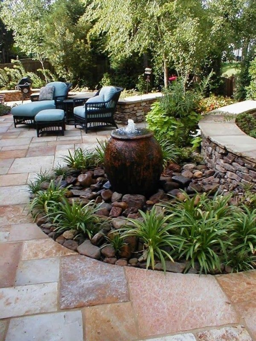 déco jardin fontaine île de verdure et de pierres