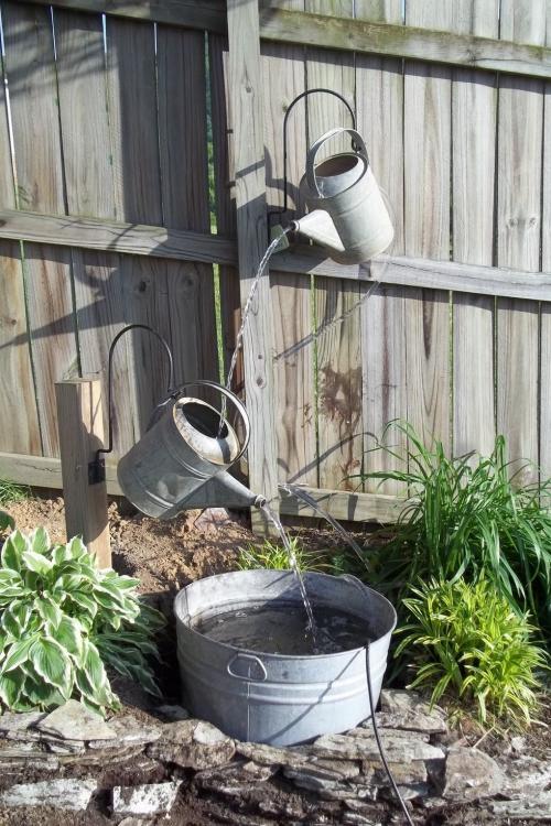 déco jardin fontaine clôture en bois